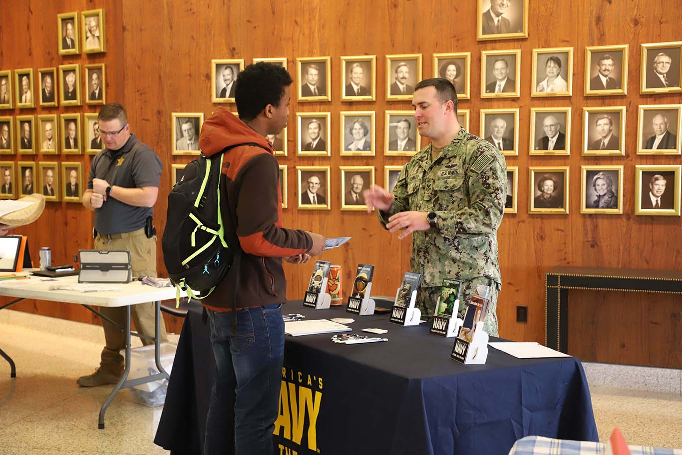 student talking to army recruiter